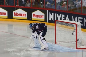 US Goalie Ben Bishop is getting ready for the game to start.