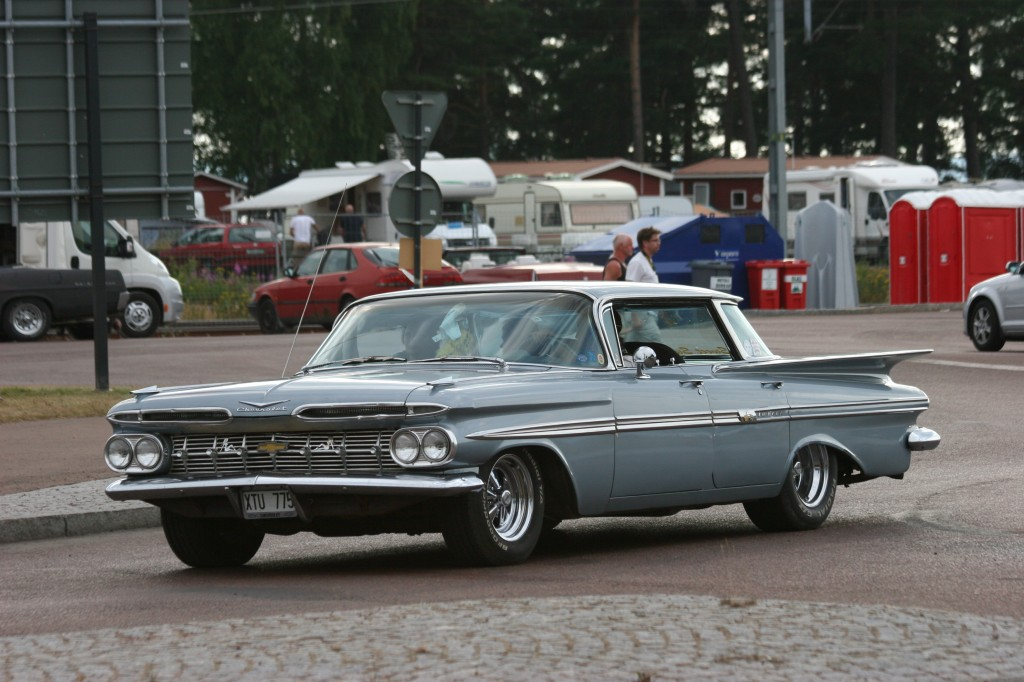 Chevy Impala, looks like it could be a 1959 model year