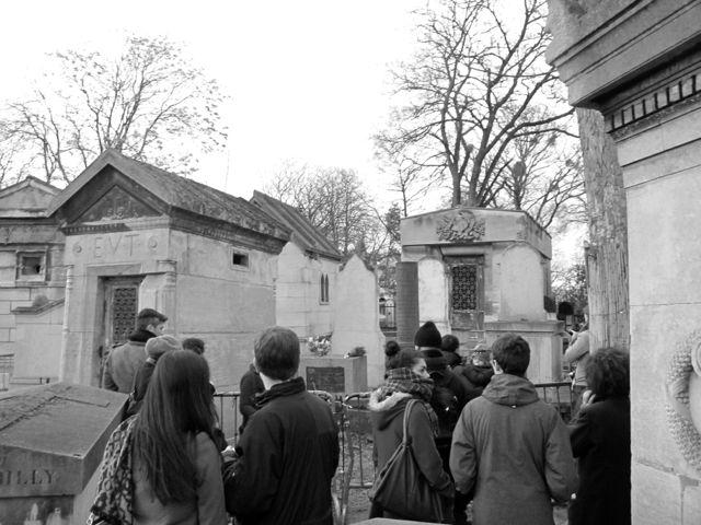 Crowds at James Douglas Morrison's final resting place