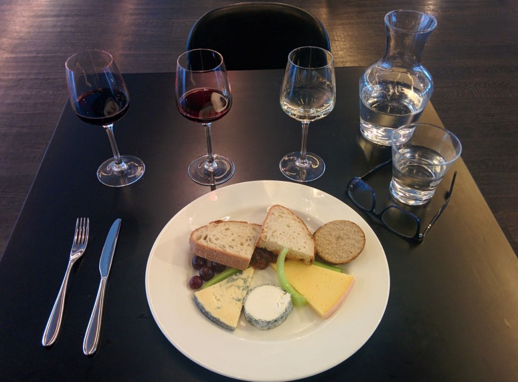 Regional British cheeses, oatcakes and chutney paired with Flight of wines, 3 wines of 50ml each