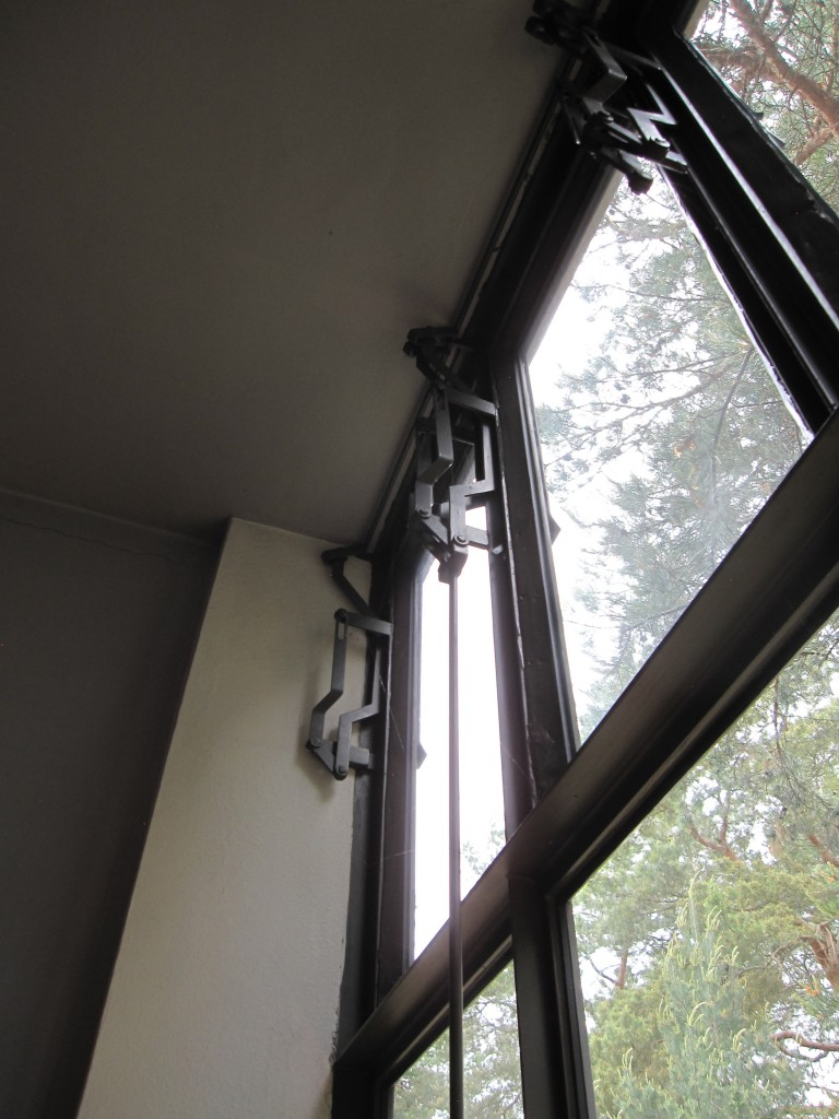 Window opening mechanism in a Meisterhaus in Dessau