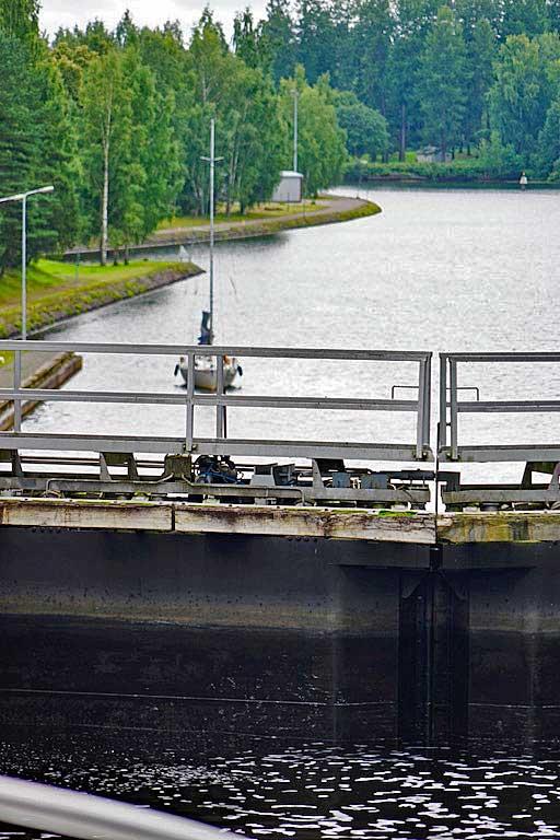 Mälkiä lock locking towards the lower part of the Canal