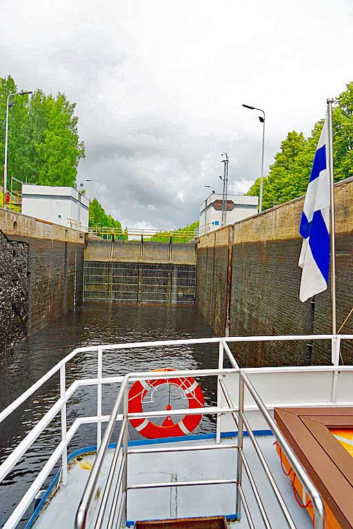 Mälkiä lock looking back towards the lake and Finland