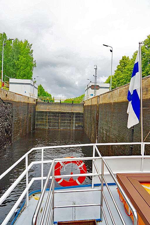Mälkiä lock looking back towards the lake and Finland