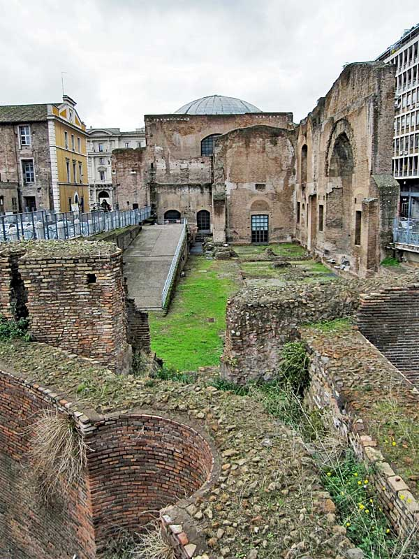 Part of the ruins of the baths of Diocletian can be found a few blocks away from the main parts with the museum.