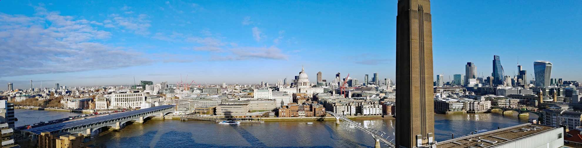 A panoramic view over the Tames from the viewing deck.