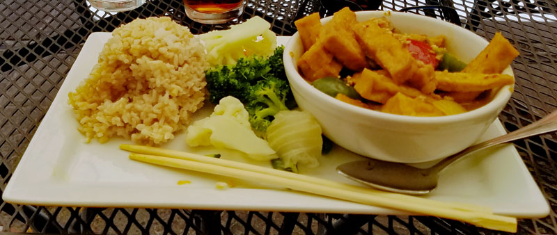 Another favorite is a RICE PLATE – CƠM ĐĨA - YELLOW CURRY TOFU – TÀU HỦ XÀO LĂN includes white rice / brown rice, steamed veggies, coconut milk, onions, lemongrass, red peppers and peanuts. This is yet another very flavorful dish that truly satisfies your palate.
