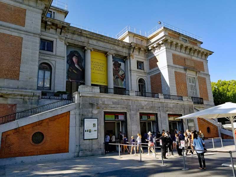 Ticket purchasing area at the Prado