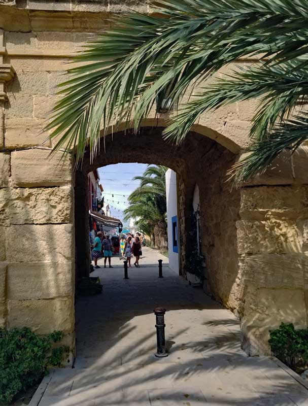 Since the islands was inhabited to protect the Costa Blanca from invaders the small town is walled.