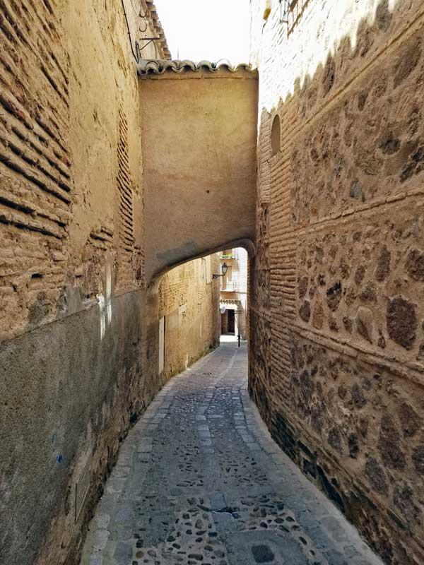 Toledo street - watch your head!