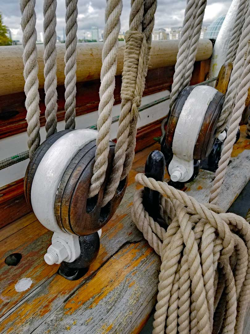 Details of the rigging.