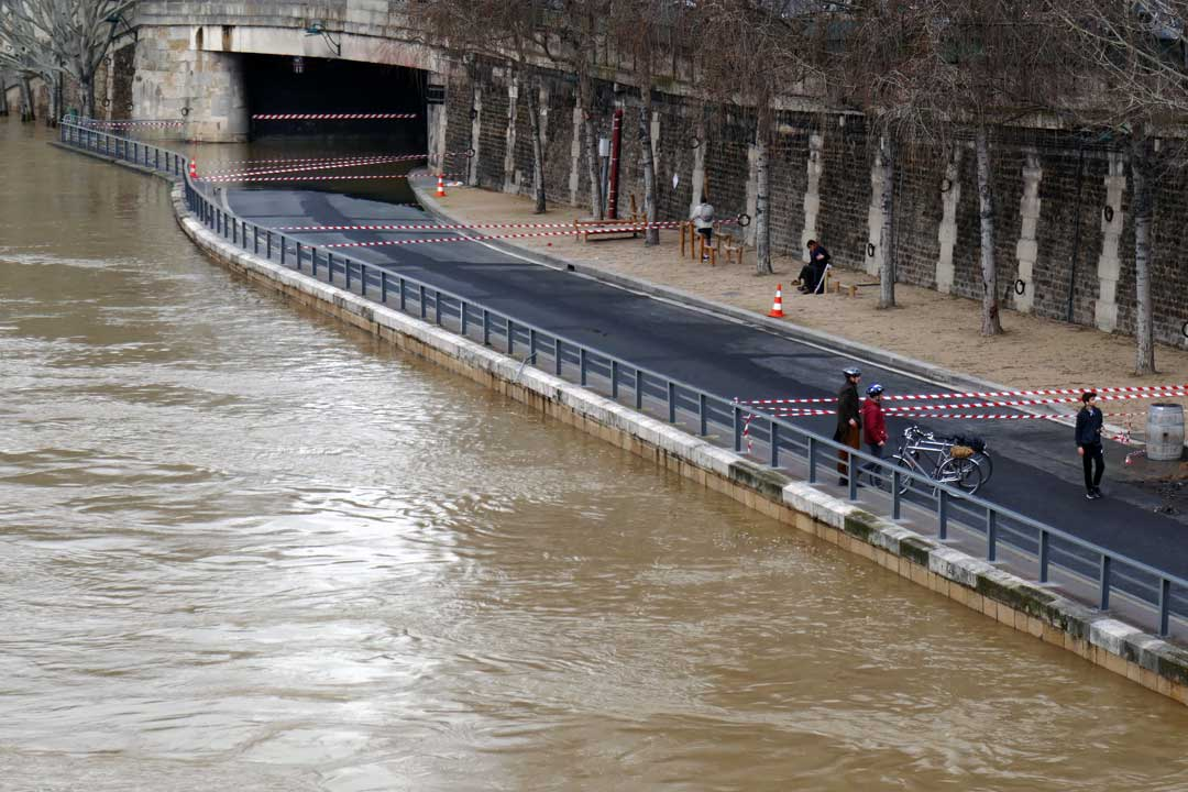 This picture is from a few weeks ago, January 6 2018 - today theater in the Seine is even higher.