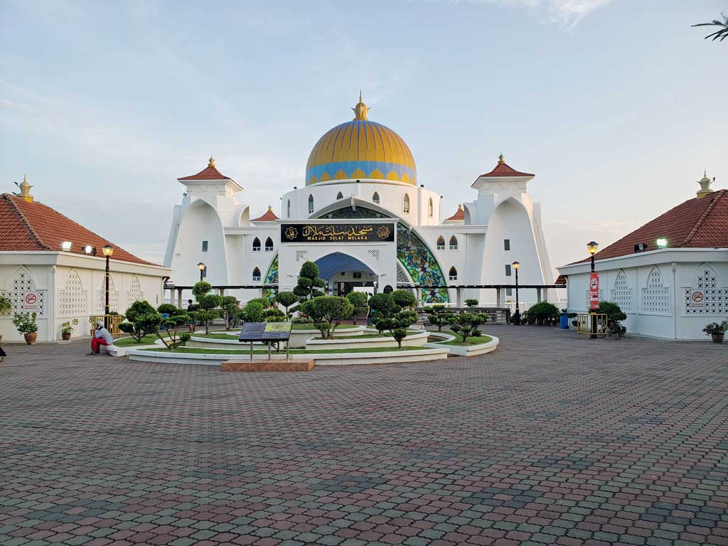 Floating Mosque in Melaka Malaysia on July 25 at 19:06