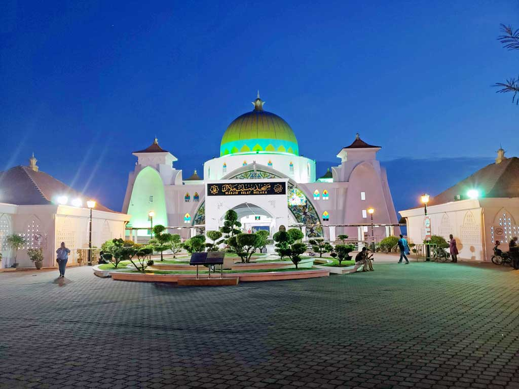 Floating Mosque in Melaka Malaysia on July 25 at 19:47