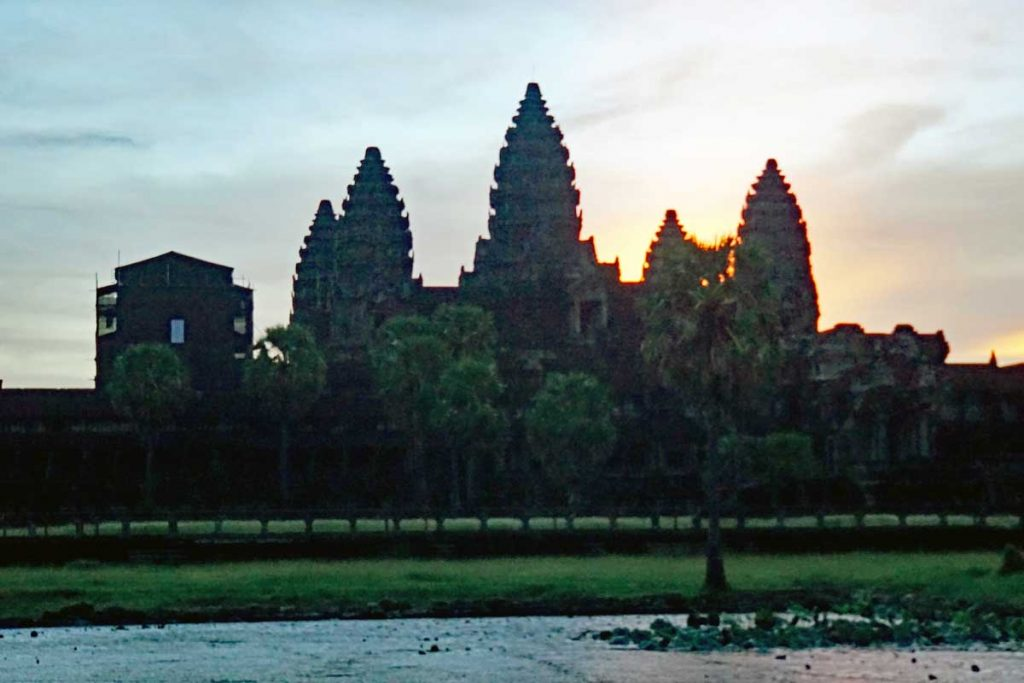 Angkor Wat at sunrise V3.