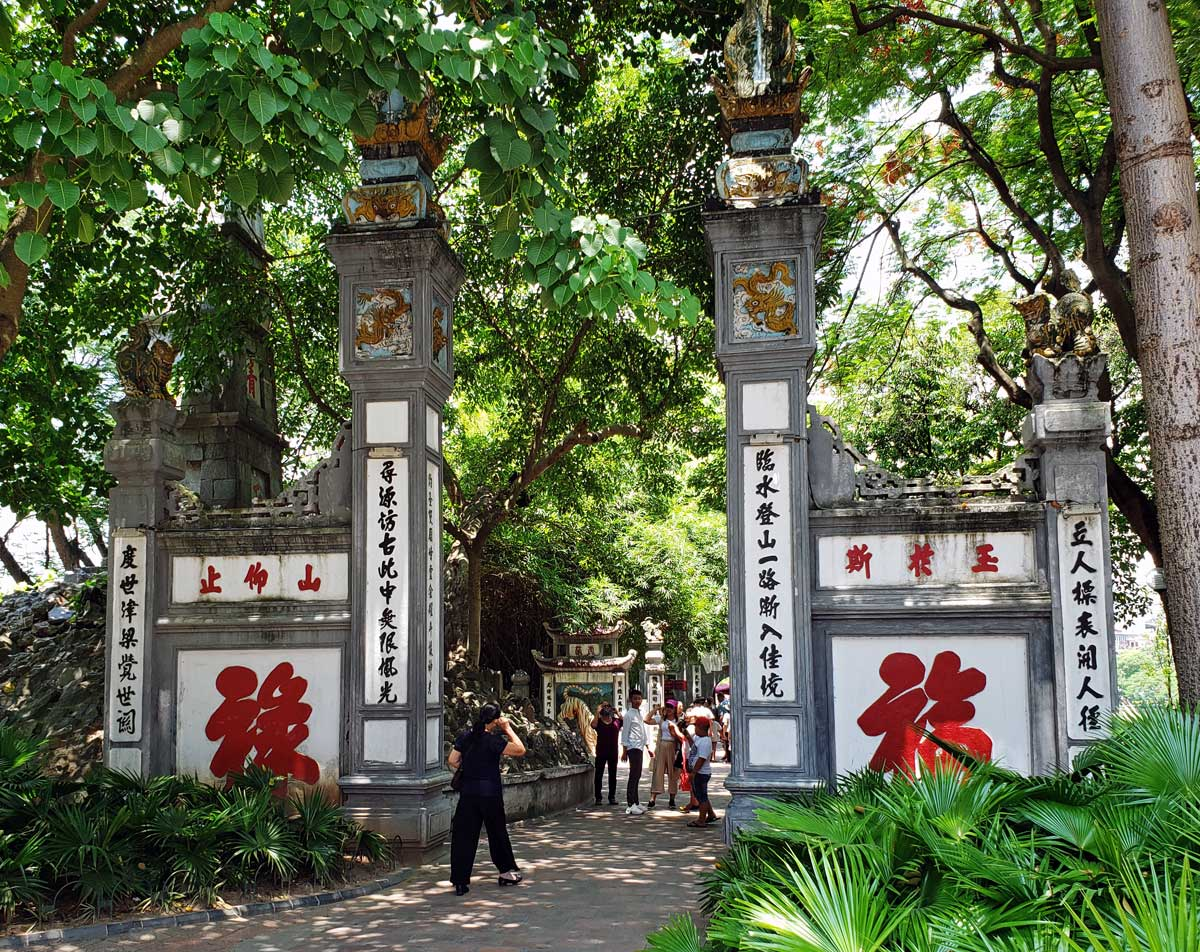 The gate to enter the temple.