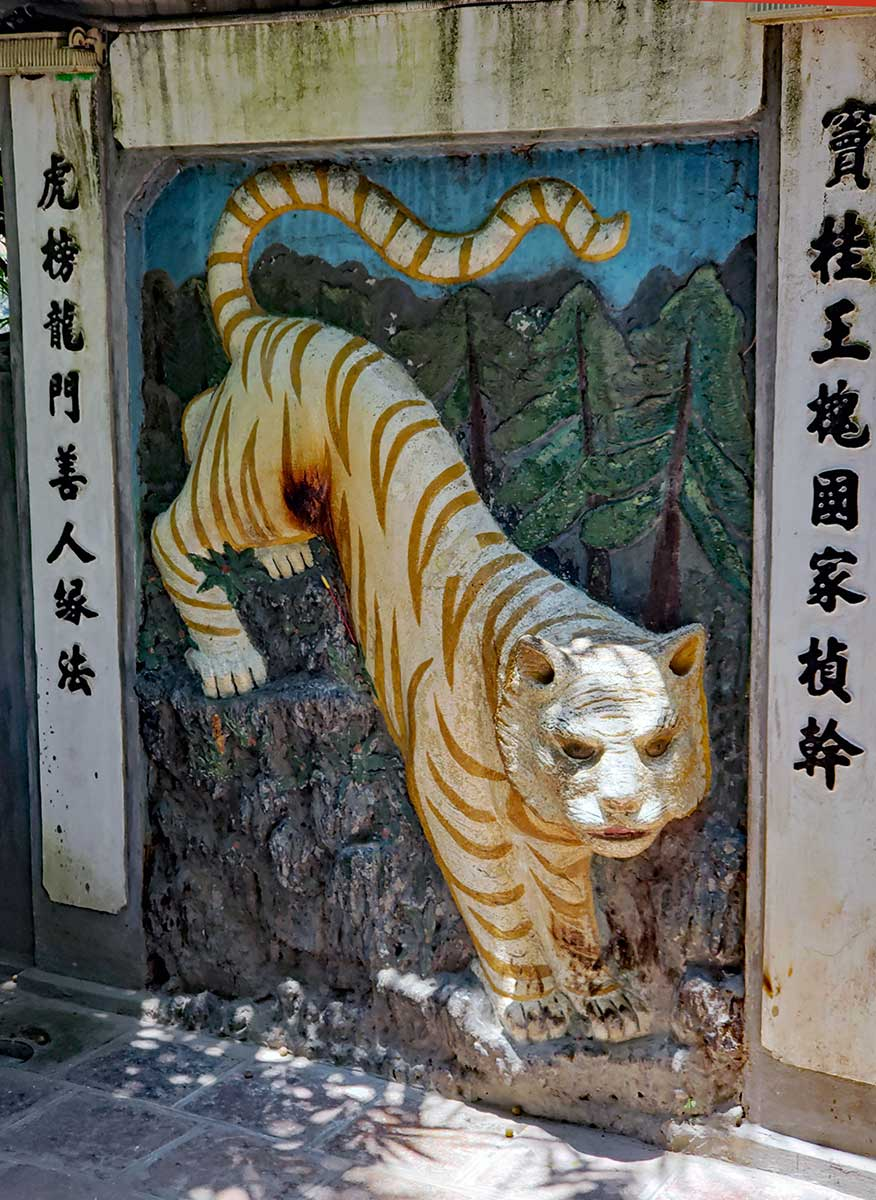 A mural relief of a Lion just inside the landside entrance to the temple of the Jade Mountain.