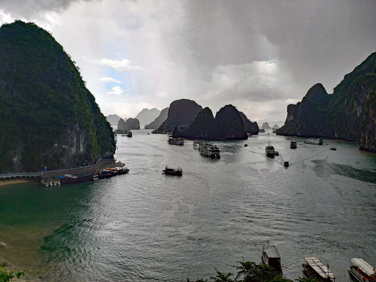 The busy harbor area at the Hang Song Sot cave.