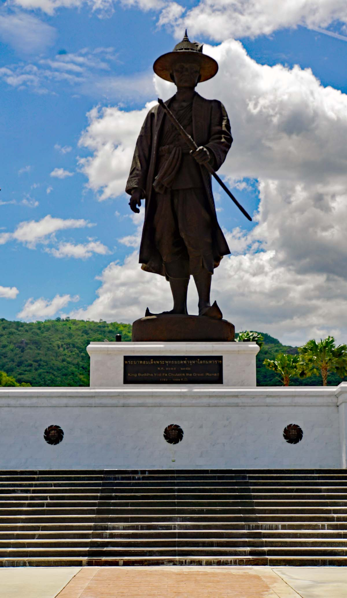 atue of King Rama I (1782-1809) in Rajabhakti Park.