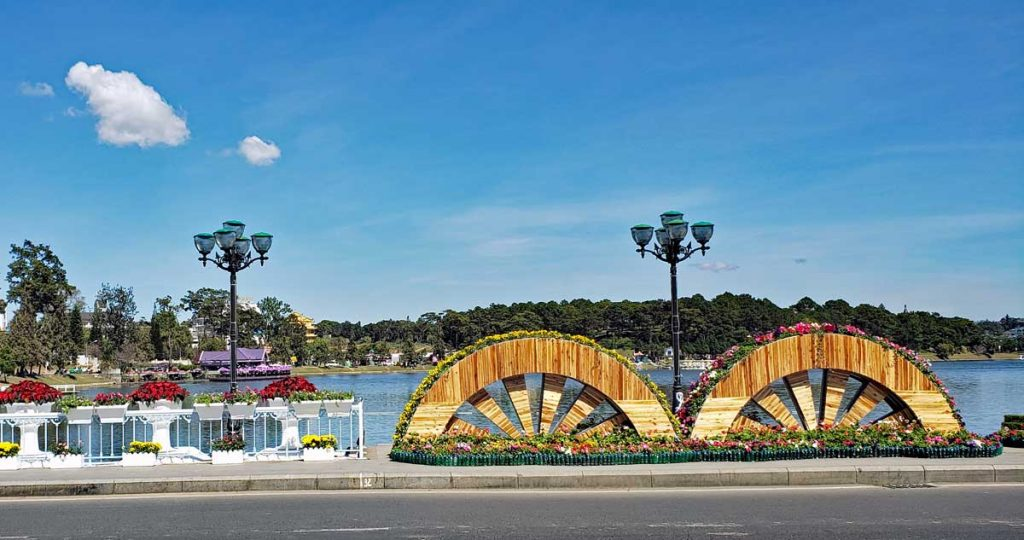 A view of the Xuan Huong Lake in Da Lat by the entrance to Flower Park.