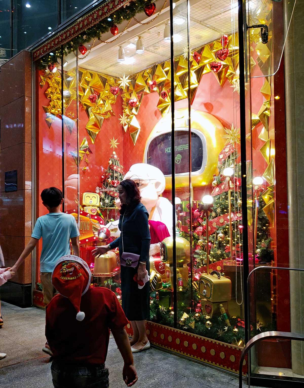 A popular Santa window.