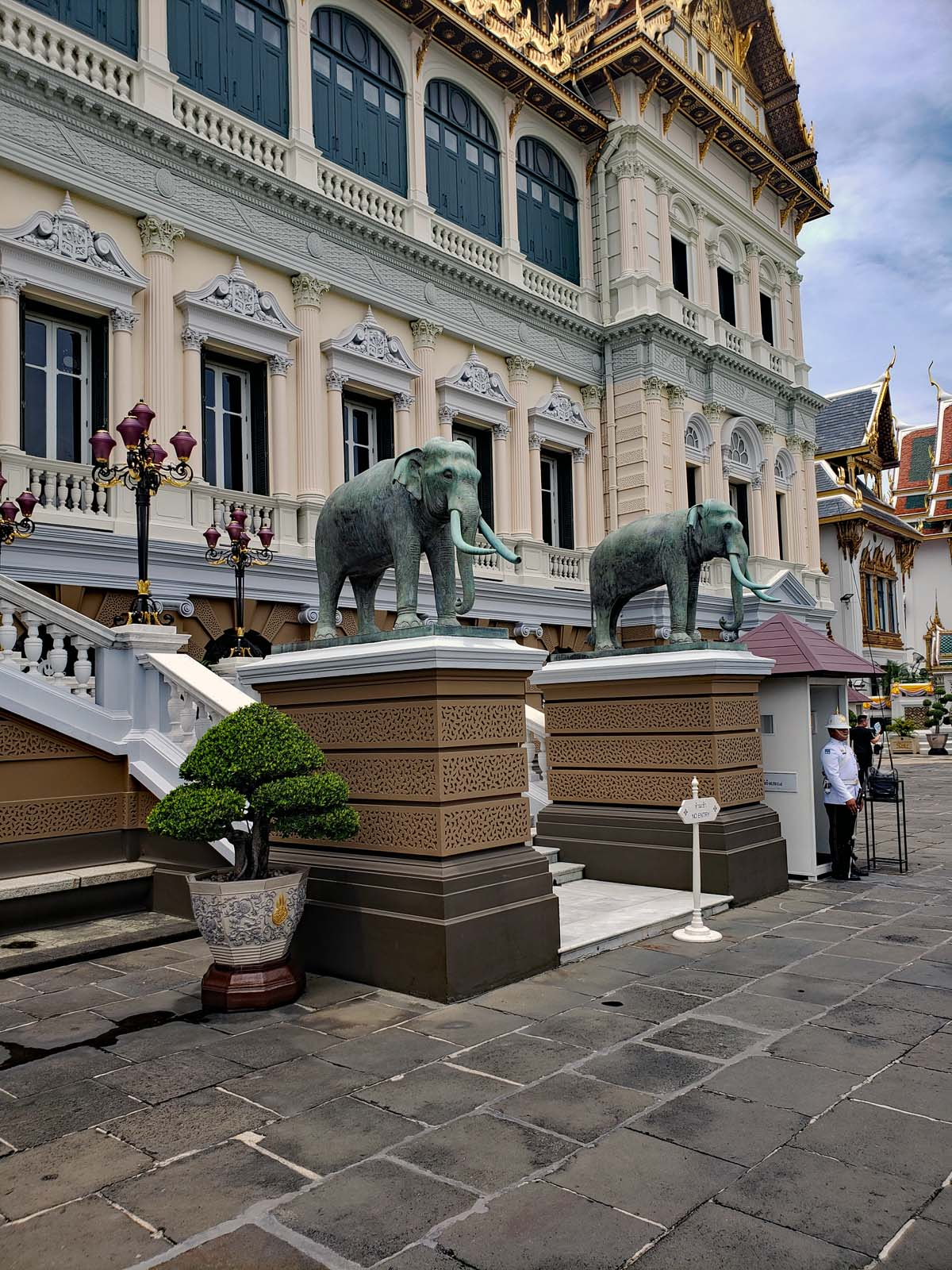 The entrance to the Grand Palace with the guard.