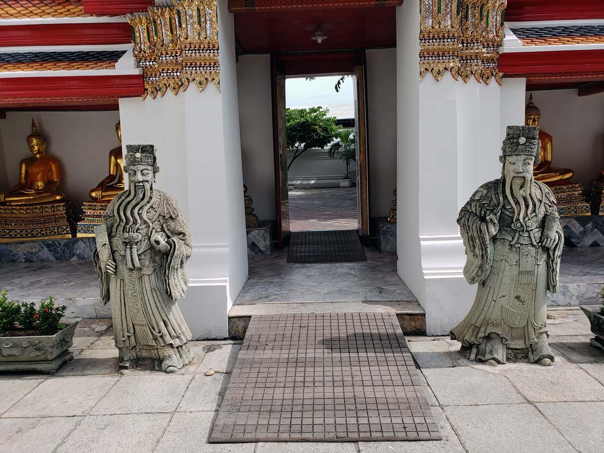 Wat Pho figures.