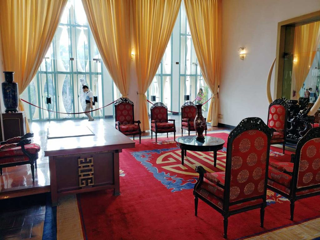 Reception room.