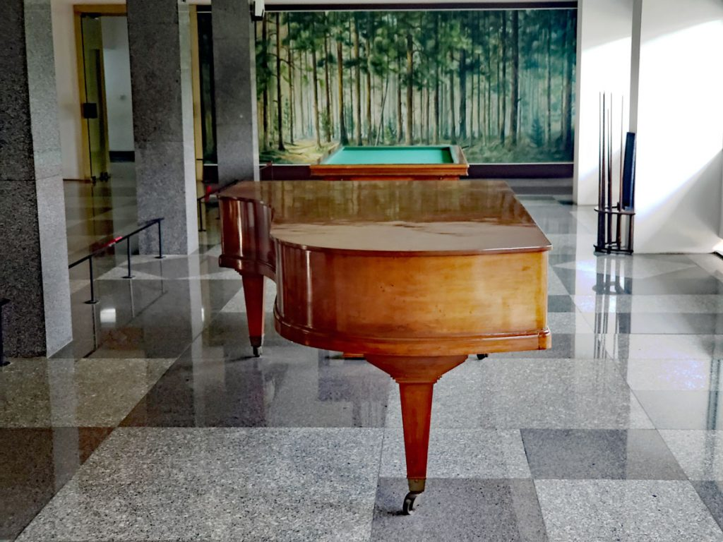 A Grand Piano in one of the rooms, ready for concerto or dance maybe.