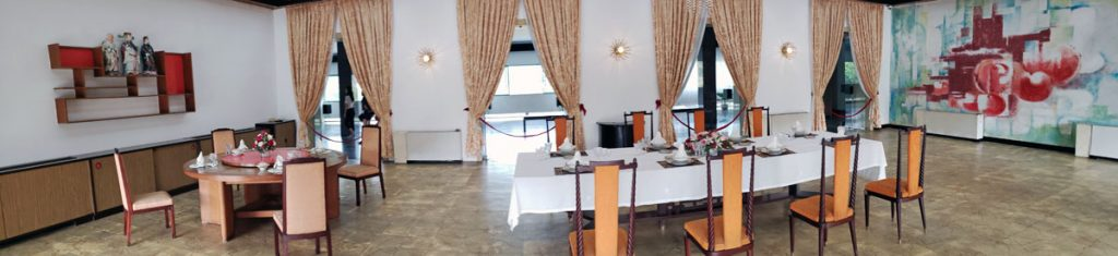 Panoramic view of the dining room.
