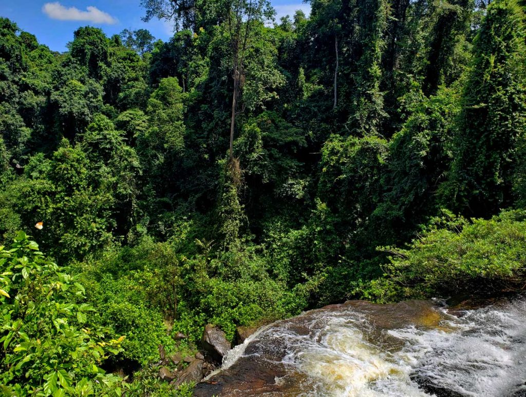 This is where the river goes over the edge into the big Kulen falls.