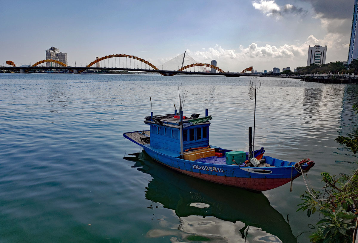 A fishing boat on the Han river with the Dragon bridge in the background.